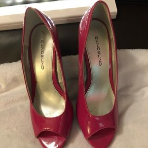 Hot👠 pink shoes size 6